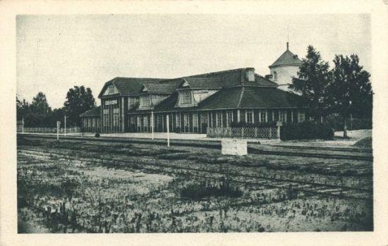История города в зданиях и сооружениях - здание вокзала.